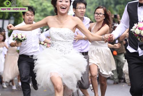 Những tình huống hài hước của cô dâu, chú rể - 20
