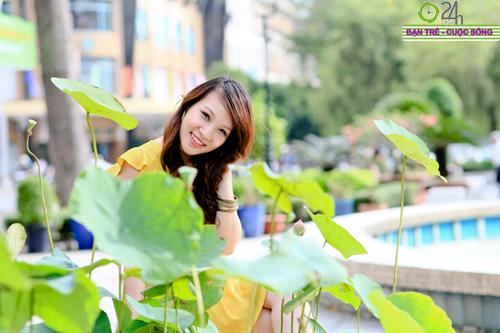 Hot girl Linh Genie tươi tắn trên phố Sài Gòn - 2