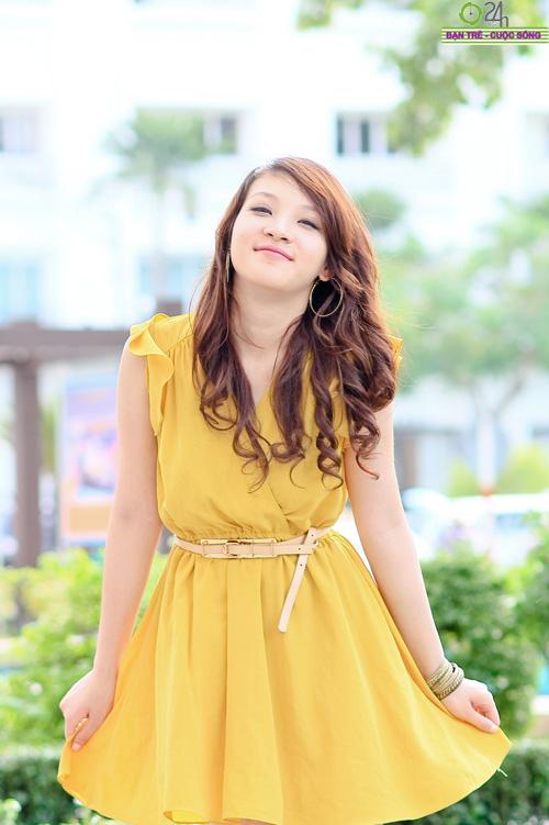 Hot girl Linh Genie tươi tắn trên phố Sài Gòn - 4