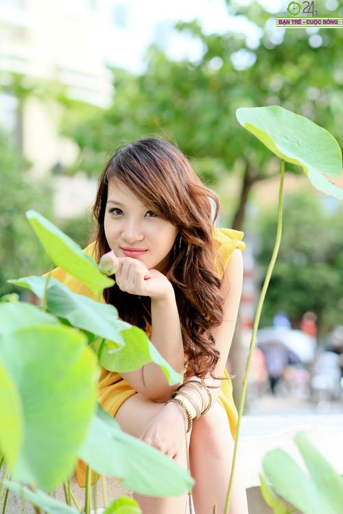 Hot girl Linh Genie tươi tắn trên phố Sài Gòn - 3
