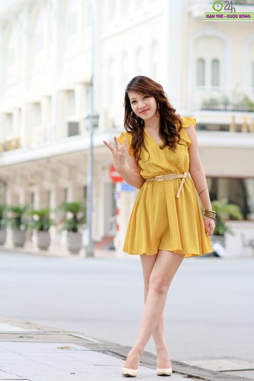 Hot girl Linh Genie tươi tắn trên phố Sài Gòn - 10