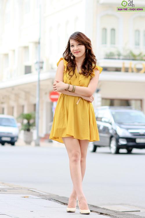 Hot girl Linh Genie tươi tắn trên phố Sài Gòn - 9