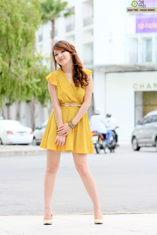 Hot girl Linh Genie tươi tắn trên phố Sài Gòn - 11