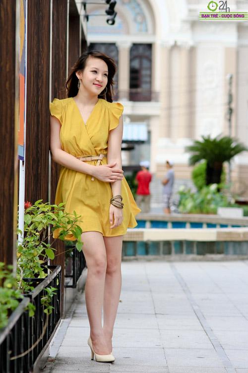 Hot girl Linh Genie tươi tắn trên phố Sài Gòn - 12