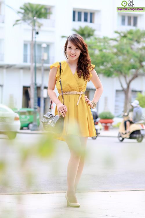 Hot girl Linh Genie tươi tắn trên phố Sài Gòn - 14