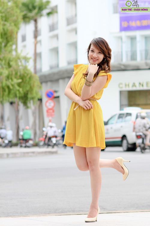 Hot girl Linh Genie tươi tắn trên phố Sài Gòn - 16