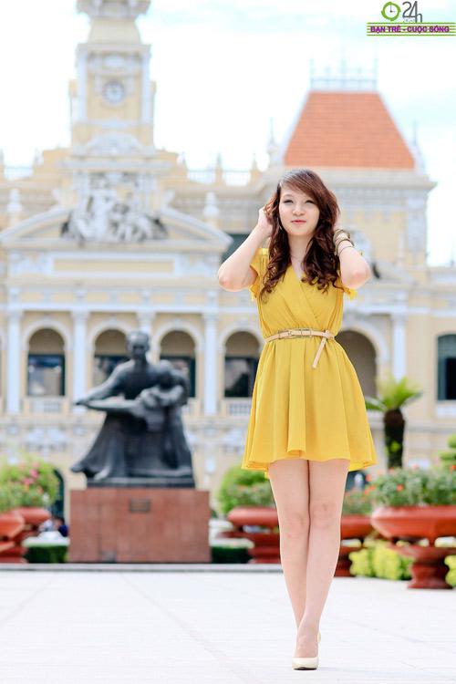 Hot girl Linh Genie tươi tắn trên phố Sài Gòn - 15