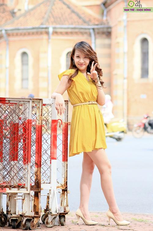Hot girl Linh Genie tươi tắn trên phố Sài Gòn - 19