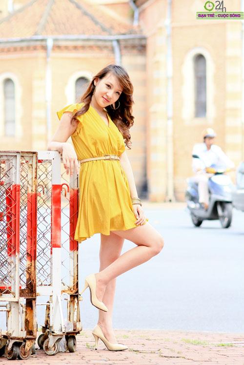 Hot girl Linh Genie tươi tắn trên phố Sài Gòn - 18