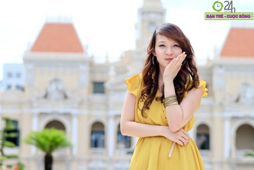 Hot girl Linh Genie tươi tắn trên phố Sài Gòn - 20