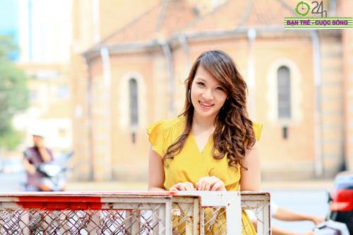 Hot girl Linh Genie tươi tắn trên phố Sài Gòn - 21