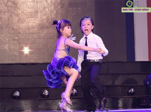 """Các tài năng trẻ gây """"sốt"""" tại Chung kết Bước nhảy xì tin miền Bắc - 2"""