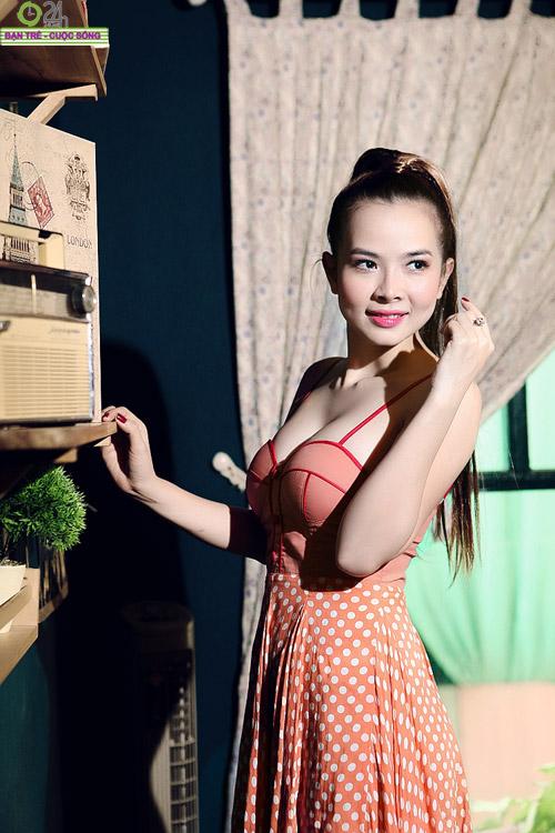 Hot girl Sài thành khoe vòng một căng đầy - 1