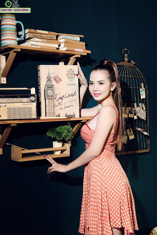 Hot girl Sài thành khoe vòng một căng đầy - 6