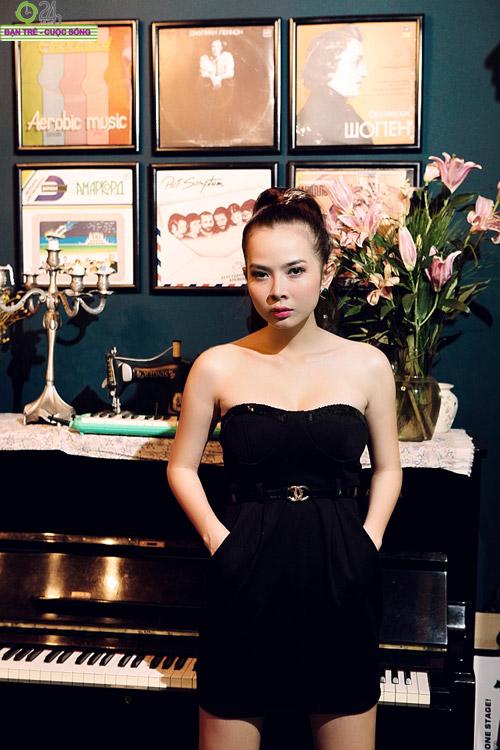 Hot girl Sài thành khoe vòng một căng đầy - 14