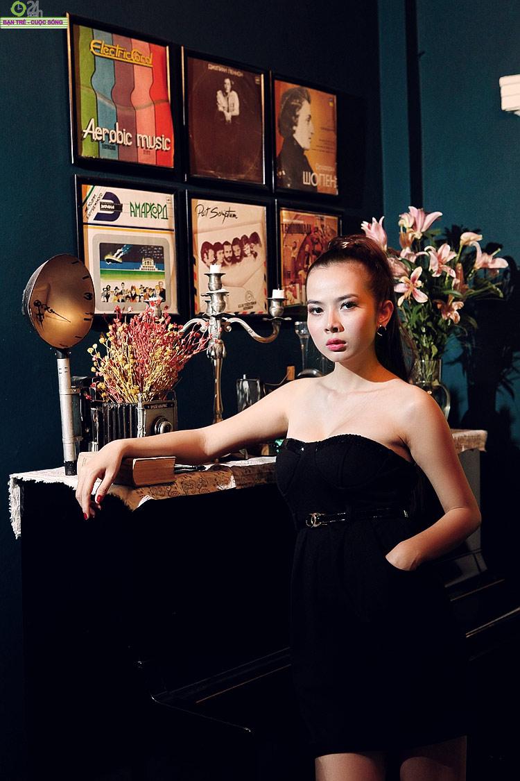 Hot girl Sài thành khoe vòng một căng đầy - 23
