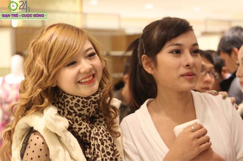 Hot girl Hà thành rủ nhau sắm quà Noel - 12