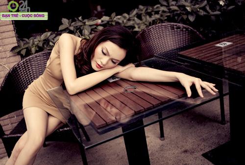 Cao Thùy Linh diện màu nude đi chơi Tết - 10