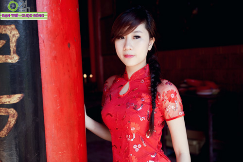 Hot girl Nu Phạm đi lễ chùa đầu năm - 4