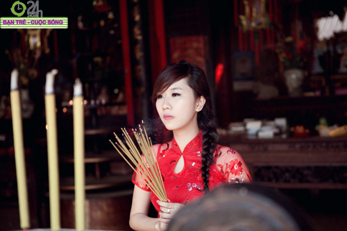 Hot girl Nu Phạm đi lễ chùa đầu năm - 1