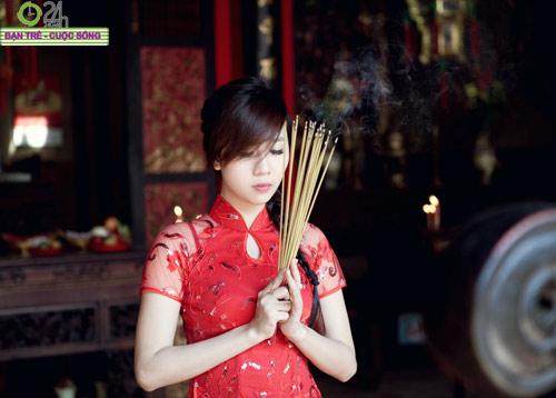 Hot girl Nu Phạm đi lễ chùa đầu năm - 2