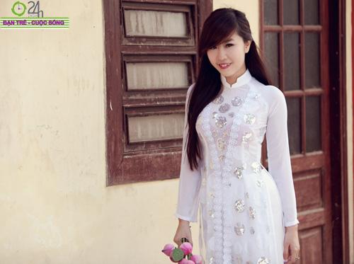 Hot girl Nu Phạm đi lễ chùa đầu năm - 7