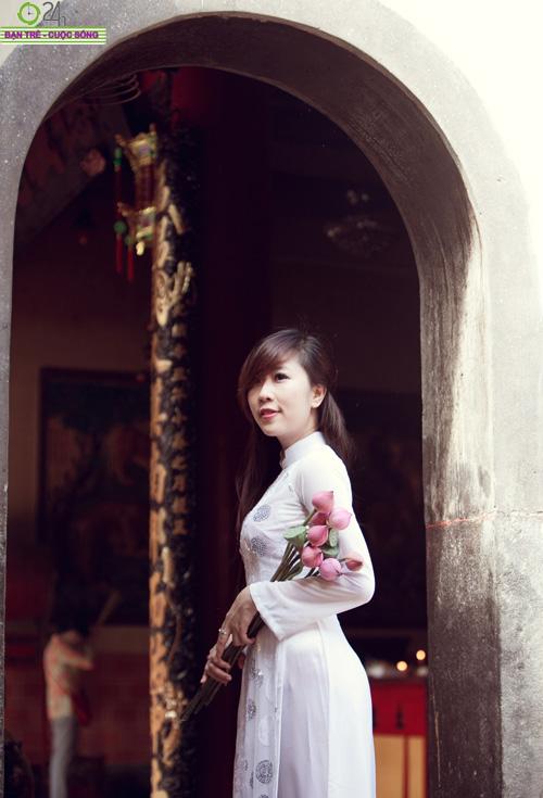 Hot girl Nu Phạm đi lễ chùa đầu năm - 9