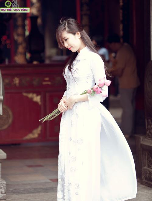 Hot girl Nu Phạm đi lễ chùa đầu năm - 11