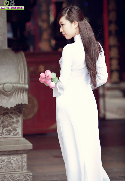 Hot girl Nu Phạm đi lễ chùa đầu năm - 12