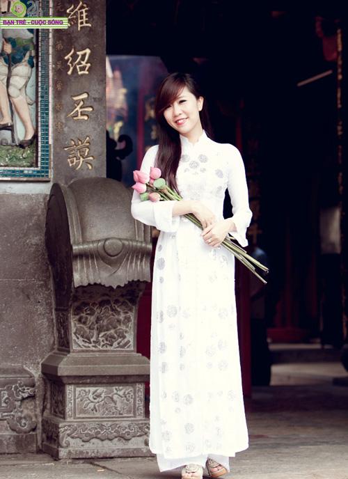 Hot girl Nu Phạm đi lễ chùa đầu năm - 14
