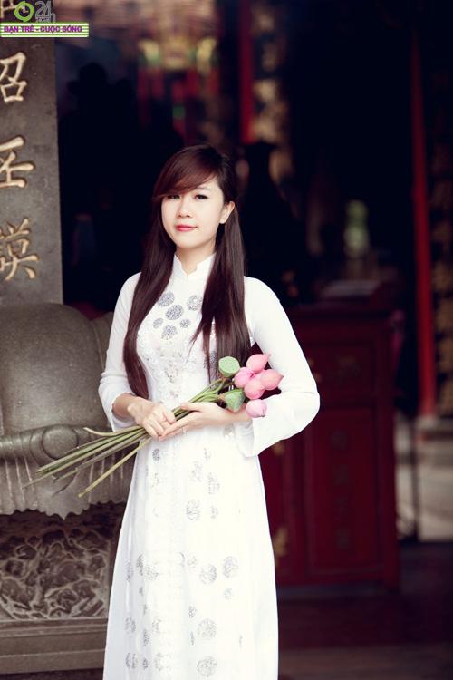 Hot girl Nu Phạm đi lễ chùa đầu năm - 15