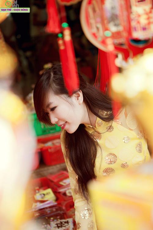 Hot girl Nu Phạm đi lễ chùa đầu năm - 16