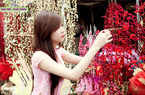 Hot girl Nu Phạm đi lễ chùa đầu năm - 22