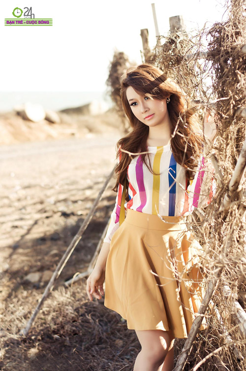Hot girl Sâu Xinh dịu dàng trước biển - 1