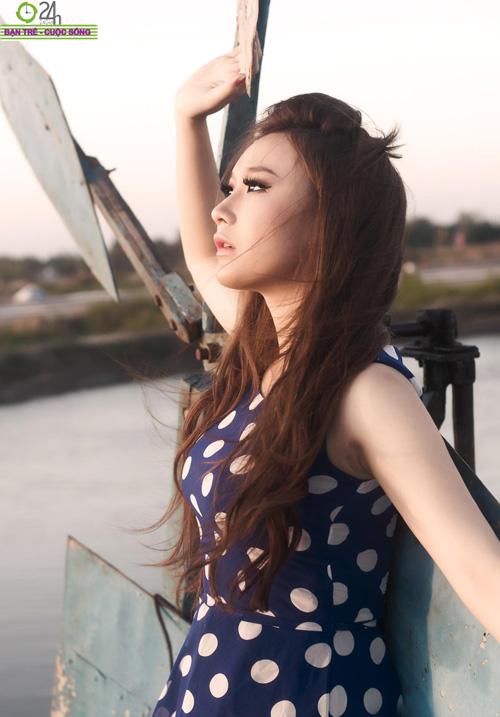 Hot girl Sâu Xinh dịu dàng trước biển - 13