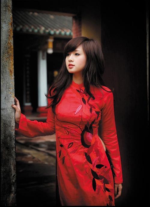 Tứ đại hot girl Việt rạng rỡ cùng sắc đỏ - 16