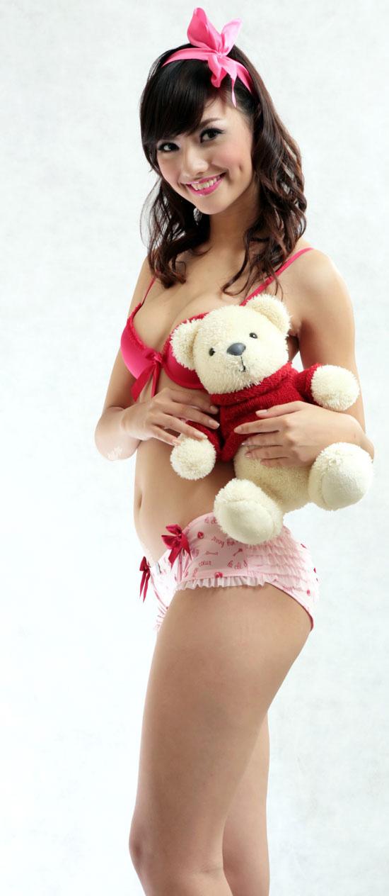 Tứ đại hot girl Việt rạng rỡ cùng sắc đỏ - 11