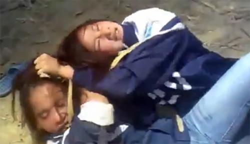 Kinh hoàng nữ sinh đánh nhau chảy máu - 2