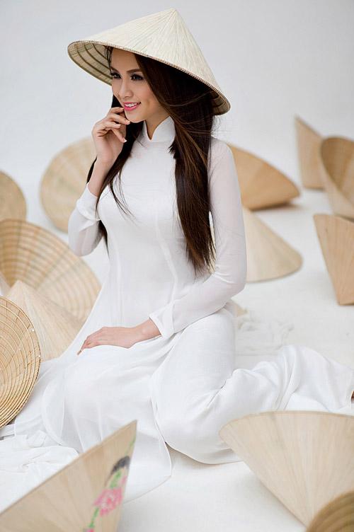 Diễm Hương mặc áo dài, đội nón bài thơ - 6