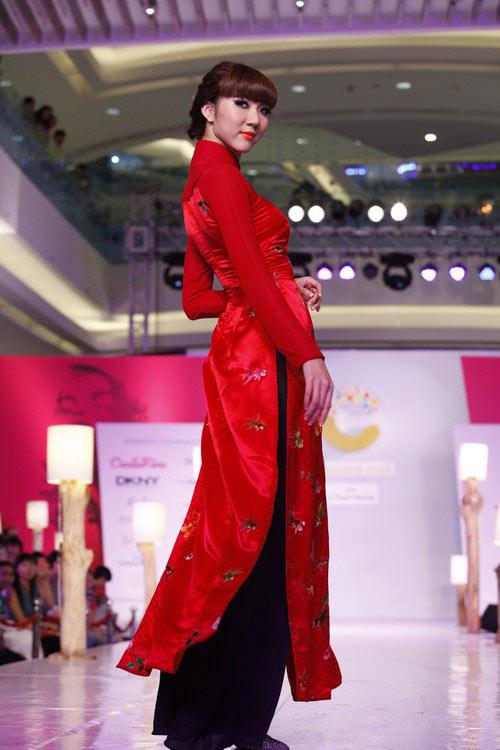 Ngọc Quyên mặc áo dài trị giá 27,5 triệu - 3