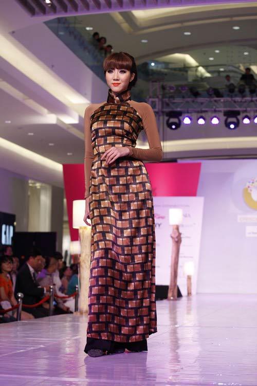 Ngọc Quyên mặc áo dài trị giá 27,5 triệu - 5