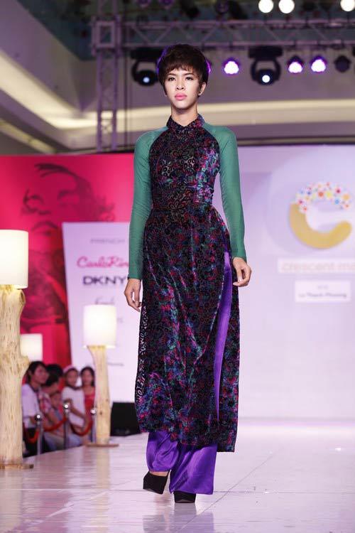 Ngọc Quyên mặc áo dài trị giá 27,5 triệu - 7