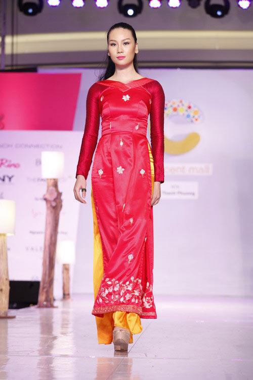 Ngọc Quyên mặc áo dài trị giá 27,5 triệu - 10
