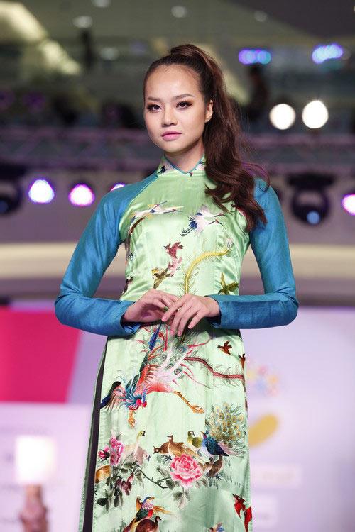 Ngọc Quyên mặc áo dài trị giá 27,5 triệu - 11