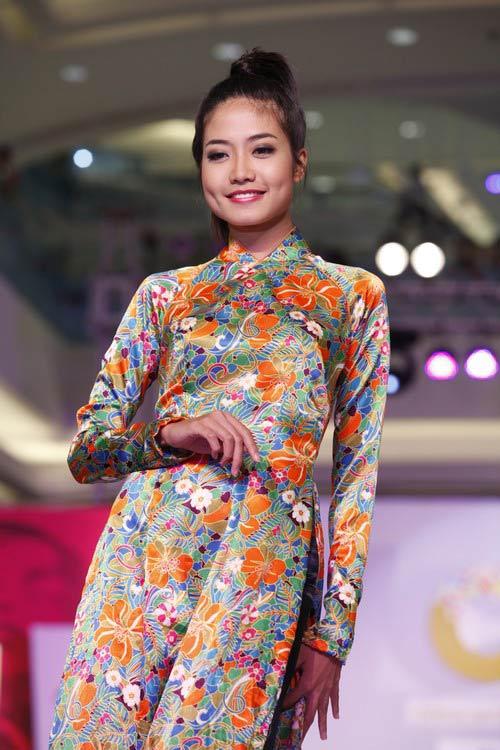 Ngọc Quyên mặc áo dài trị giá 27,5 triệu - 15