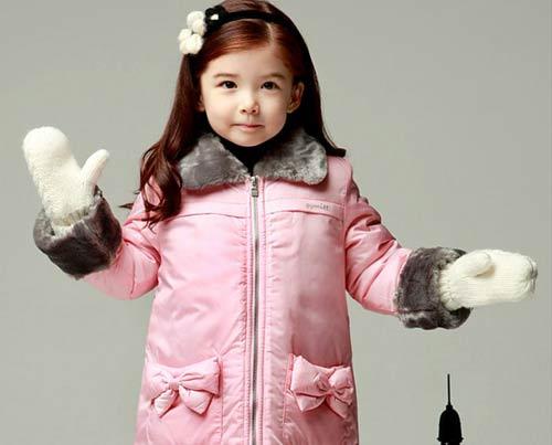 Chọn áo mùa đông xinh tươi cho bé - 1