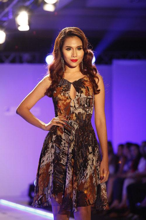 Minh Triệu che bầu ngực bằng dây đeo cổ - 19