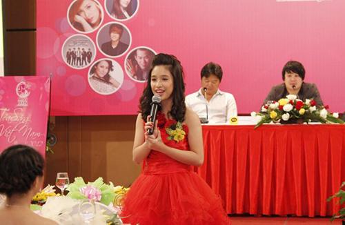 Miss Teen xinh như công chúa đi họp báo - 5