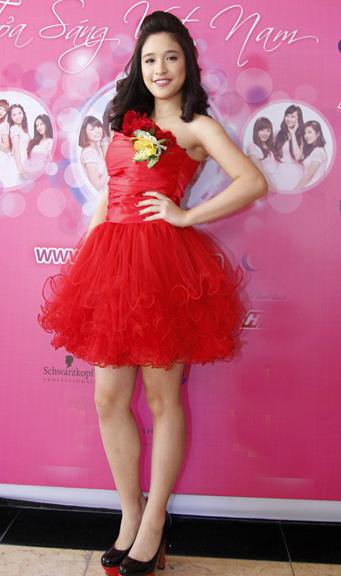 Miss Teen xinh như công chúa đi họp báo - 15