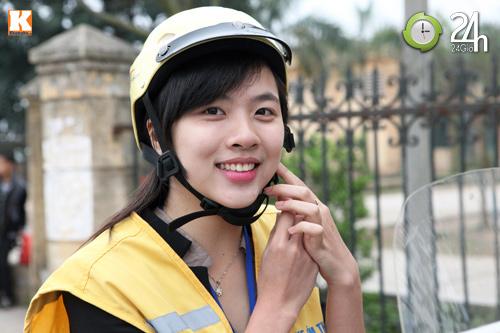 Nữ sinh xinh đẹp chạy xe ôm - 6